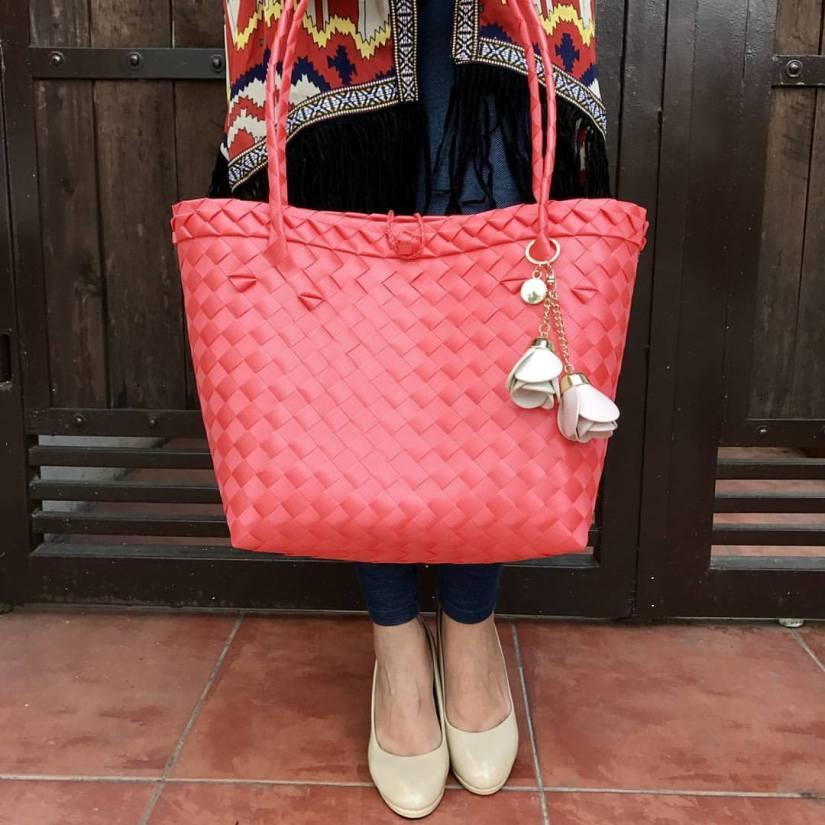 D'Crafts bayong bags, modern bayong bags, fashionable bayong bags, bayong tote, affordable bags. Affordable bayong bags, fashionable bags, Christmas gift ideas ph, Pinoy made bags